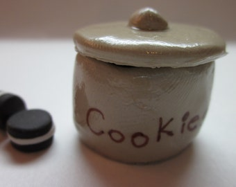 Miniature cookie jar with lid and cookies