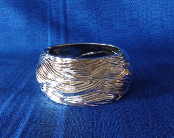 Vintage 80's Chunky Bangle Bracelet,Silver Metalic Bangle,Silver Plastic Bangle,Wide Bangle,Costume Bracelet