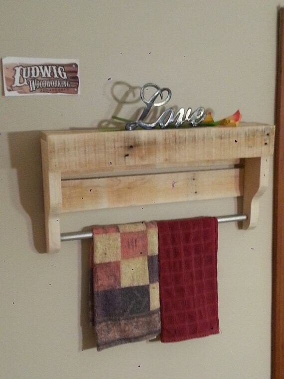 small rustic pallet wood towel rack. Black Bedroom Furniture Sets. Home Design Ideas