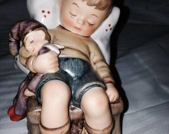 Hummel Figurine Just Dozing #451