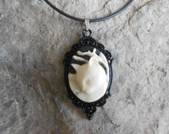 Stunning Kitty Cat Cameo Pendant Necklace--- Great Quality--- Unique Piece - Cat Lovers Gift