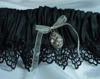 Victorian Gothic Garter in Black