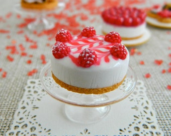 Miniature raspberry cheese cake