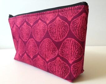 Sale Pink Seashell Medium Zippered Makeup Pencil Bag