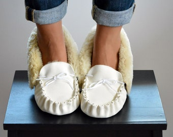House shoes, Women Moccasins, Women Slippers, Leather Moccasins, White Slippers, Fur Slipper, Shoe Slippers, Gift for Her, Sheepskin Slipper