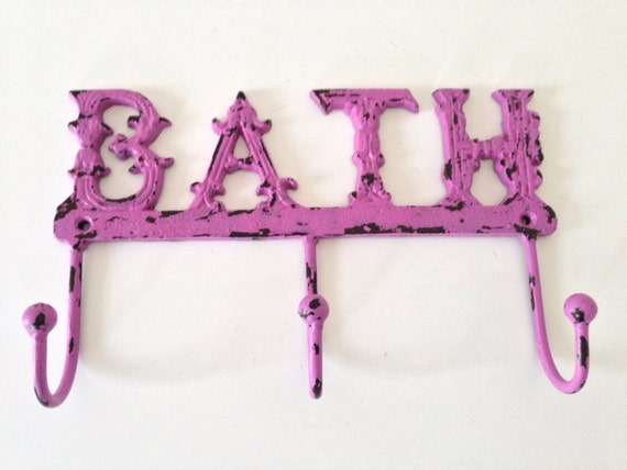 Shabby chic bath towel holder radiant orchid cast iron for Shabby chic towel stand