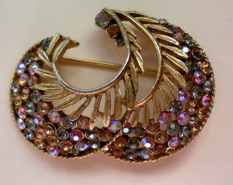 Signed Gold tone Brooch - 3178