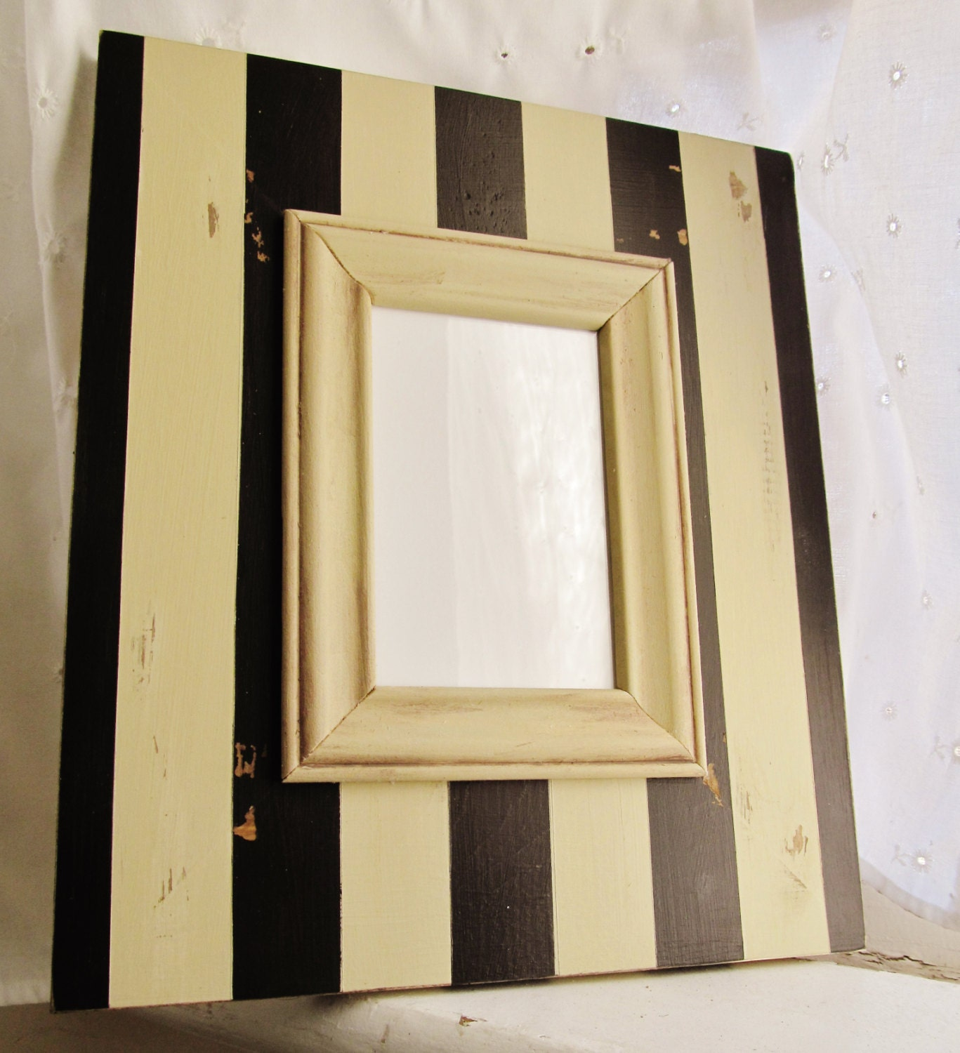 distressed shabby chic picture frame with black and tan. Black Bedroom Furniture Sets. Home Design Ideas