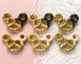 6 Pcs Bear Dipped Pretzel Cabochons - 30x22mm