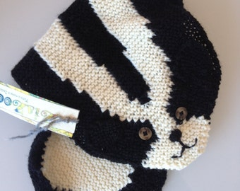 Scarf neck warmer skunk