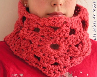 Coral flower cowl, hand-crocheted