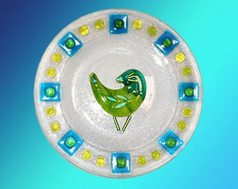 Plate, ready to hang, bird design on clear fused glass decorative 10""