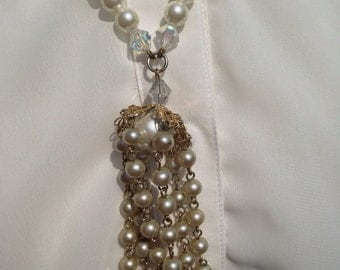 Beautiful Vintage Faux Pearl Cluster Necklace