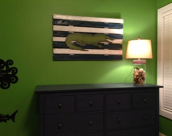 Reclaimed wood pallet art alligator hand painted