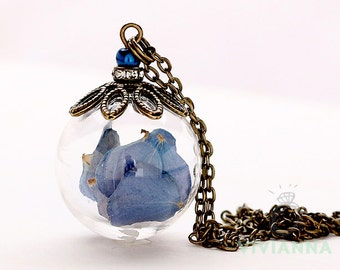 Glass bead necklace with genuine blue hydrangea K245