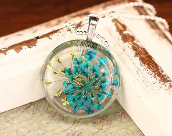 Resin pendant necklace dill flowers green turquoise k127a