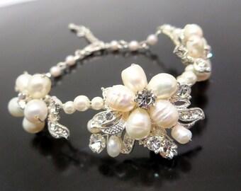 Pearl Bridal bracelet, Crystal Wedding bracelet, Freshwater pearl bracelet, Bling Wedding bracelet, Pearl Wedding jewelry, Vintage bracelet
