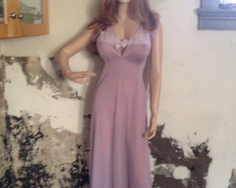 Vintage 1950's Lavender Full Length Nightgown by Kickernick. Size 34. Retro, Mid Century