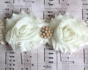 BEATRICE: Ivory Wedding Garter. Ivory Lace Garter. Winter Wedding. Fairytale Wedding.