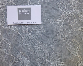 Delicate French Chantilly lace by Riechers Marescot