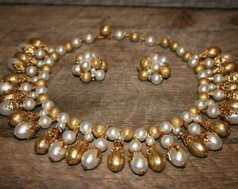 gold&white necklace/earrings