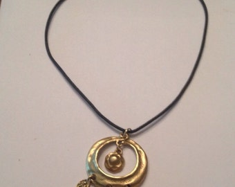 Vintage Matte Gold Medalion Necklace Costume Jewelry