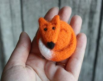 Fox brooch - Hand Felted Brooch - Wool Animal - Red Brooch - Gifts for her - Felted Brooch - Forest Brooches Pins - Handmade Felt Jewelry