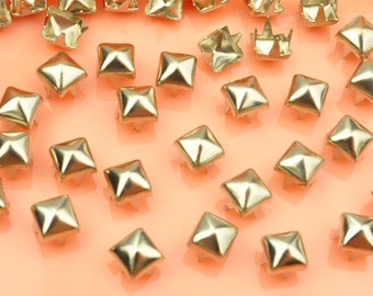 offer for sale 50X 5mm silver square Pyramid Studs Spikes spots nailheads with 4 claws Rivet Buttons DIY Accessories.