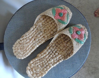 Vintage 1960's Slippers / Made of Sisal & Other Natural Materials / Handwoven / Size 7 / Excellent Vintage Condition