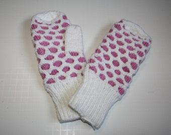 Hand knitted Newfoundland mitten