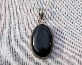 Stunning Vintage Silver Pendant with a Onyx gem.   With Silver Chain.
