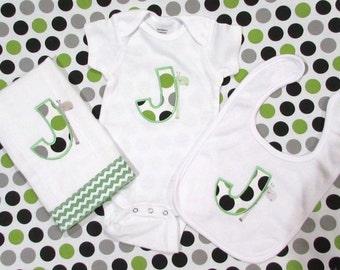 Personalized baby bib, burp cloth & onesie set - poka dots with a giraffe