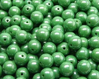 25pcs Czech Pressed Glass Beads Round 8mm Opaque Green White Luster