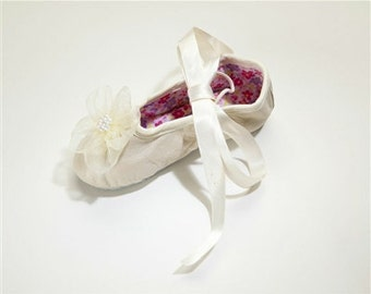 Kamara Designs Ballet Slippers - Organza Pearl Flower - Ivory