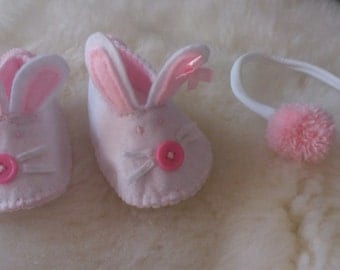 Happy Bunny! Cute little rabbit booties! Perfect gift, not just for Easter! :-)