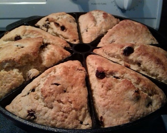 8 Big Homemade Raisin Scones