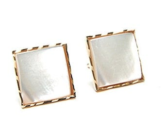 Solid 9ct Gold Mother of Pearl Stud earrings Gift Boxed S489