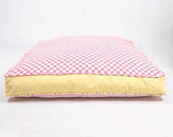 L&L Refreshers Daisy Dog Bed - a dog cushion with contrasting yellow spot trim