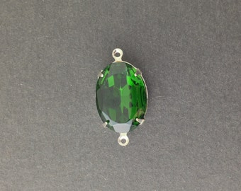 Vintage Faceted Turmalin Green Glass Stone in 2 Loop Silver Plated Setting ovl004D2