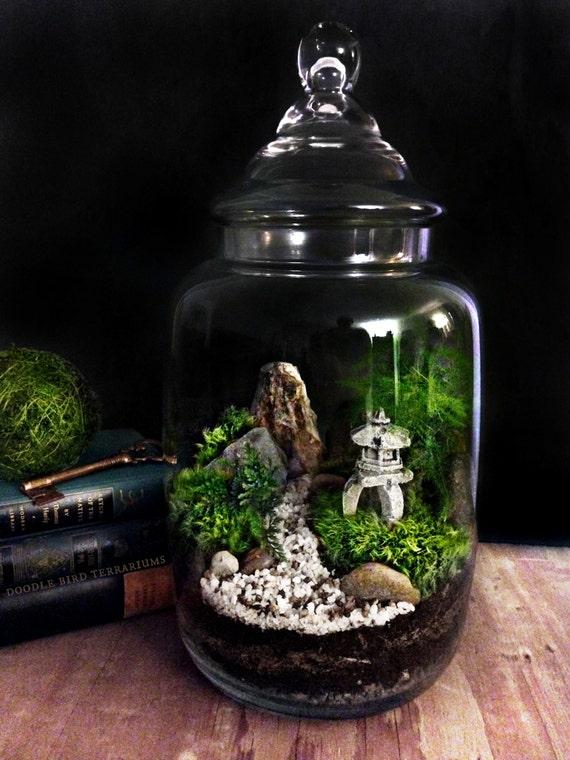 Custom japanese garden terrarium with miniature path pagoda for Jardin glass jars
