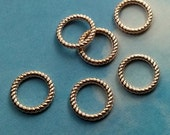 SALE - 10 closed textured rings, shiny light gold tone, 14mm