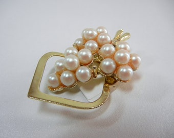 Wine Grapes dress clip / gold tone metal / faux pearls / Bunch of Grapes / Xmas gift Wine / dress clip / jewelry / Harvest / Mother