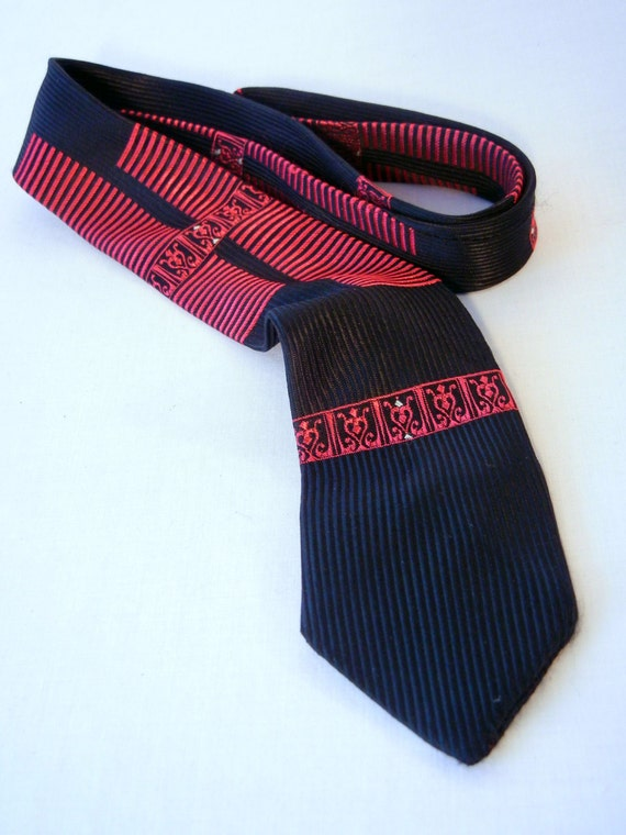 https://www.etsy.com/listing/172207959/60s-red-and-black-skinny-tie-shiny?ref=listing-shop-header-1