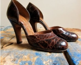 1940s Enzel of Paris Alligator Leather High Heels Baby Doll Pinup Style Spectacular Vintage Costuming Photo Shoot