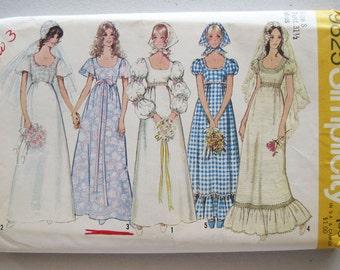 1971 Vintage Simplicity Bride Bridesmaids Wedding Dress Gown Pattern 9825 Size 8 Bust 31 1/2 Uncut