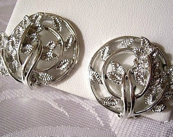 Circle Of Leaves Clip On Earrings Silver Tone Vintage Double Open Raised Rib Rings Curved Layered Stems