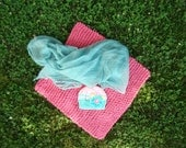 Newborn 3 Piece Photo Prop Set  Knit Blanket Knit Hat and Cheesecloth knobby chunky blanket