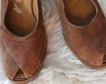 "Retro Vintage 60's Spanish Suede ""CHANDLER'S"" Chevron Embroidered Peep-Toe Platform Pumps...6"