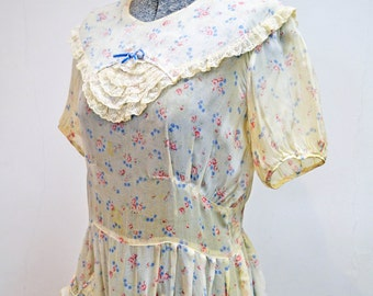 Love In Bloom Dress/ 1930's Floral Cotton Voile Dress with Lace Trimming/Small