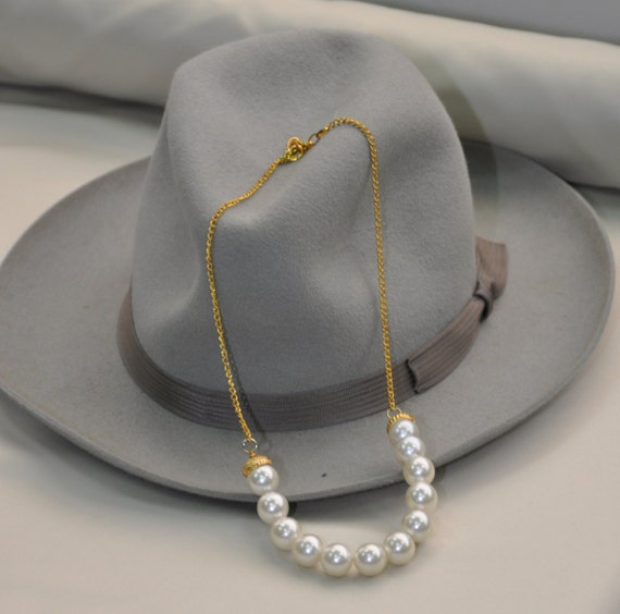 Charming Romantic vintage white Pearls Necklace - Ideal for brides!